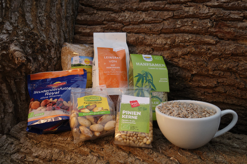 Nüsse, trockenfrücht und Saten