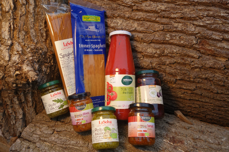 Pasta & Tomate, Pesto & Oliven